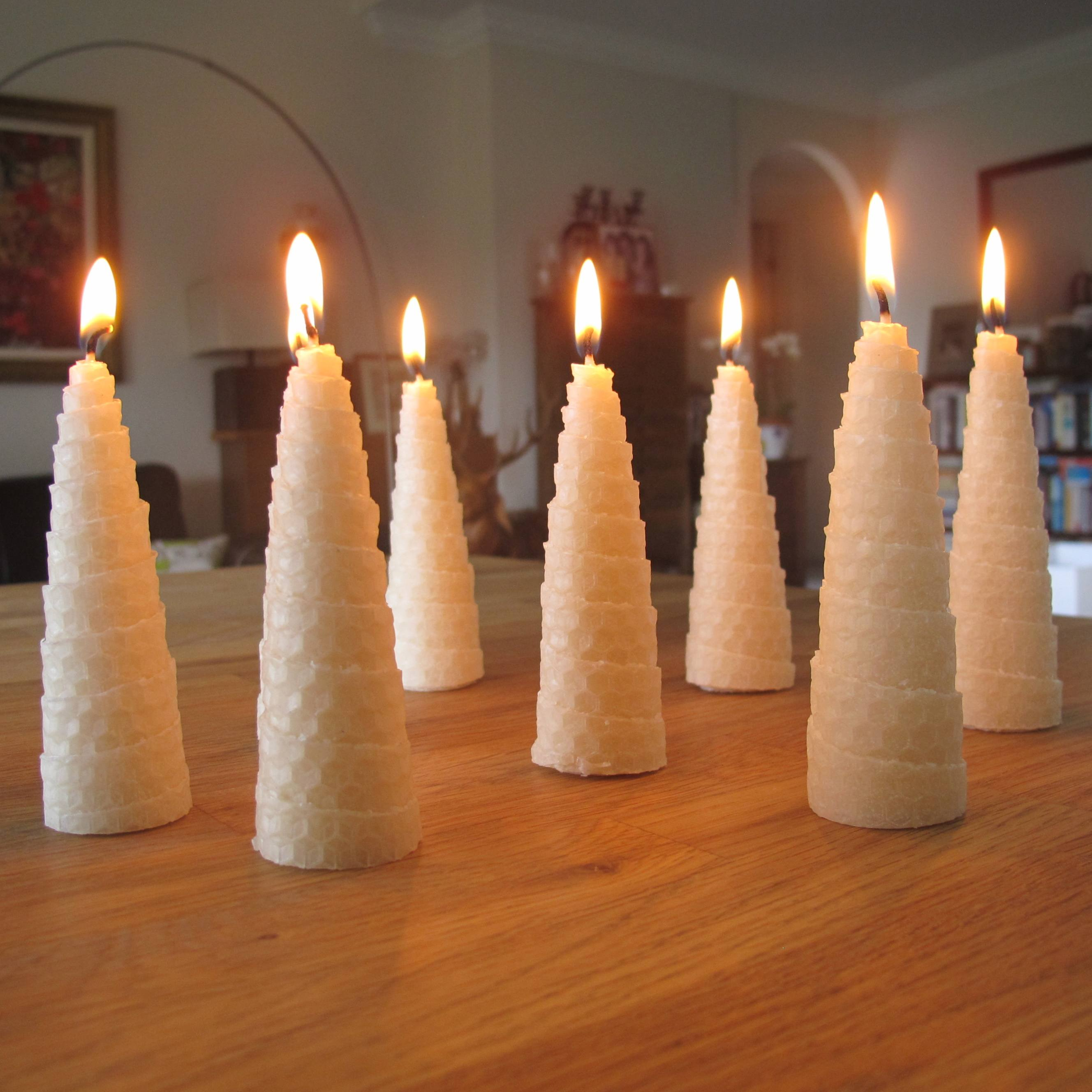 roll-beeswax-christmas-tree-candles